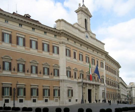 Vitalizi - Il M5S ruba la proposta al Pd e porta la legge Richetti all'Ufficio di Presidenza della Camera