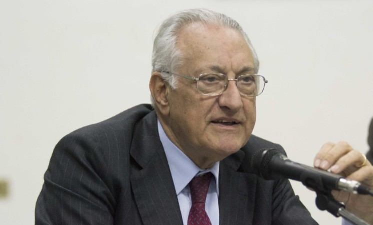 """Giuseppe Gargani: """"Vitalizi nel mirino, ma l'obiettivo è la democrazia parlamentare""""."""
