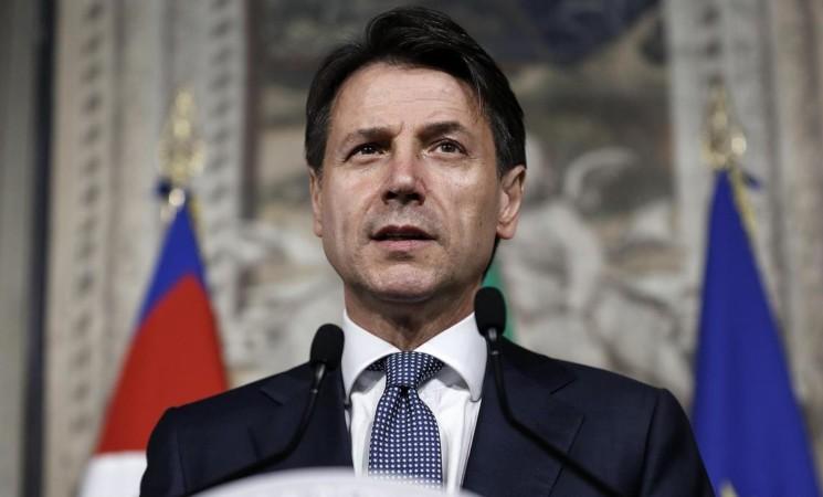 """Conte: forbici-di-governo contro """"privilegi della politica"""" e """"pensioni d'oro""""."""