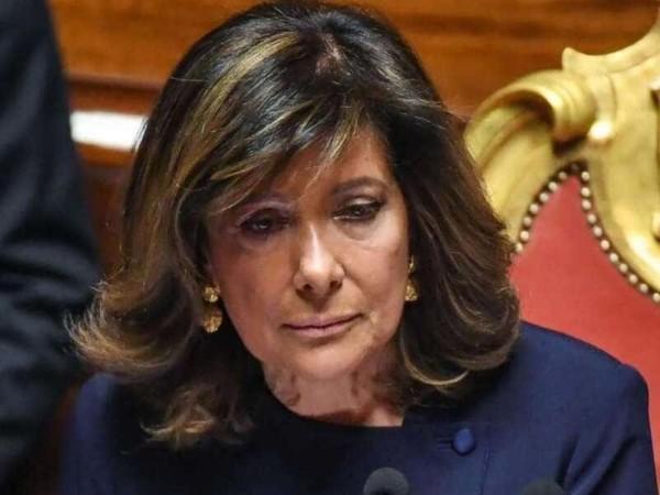 La Casellati si smentisce e cede al ricatto del M5St