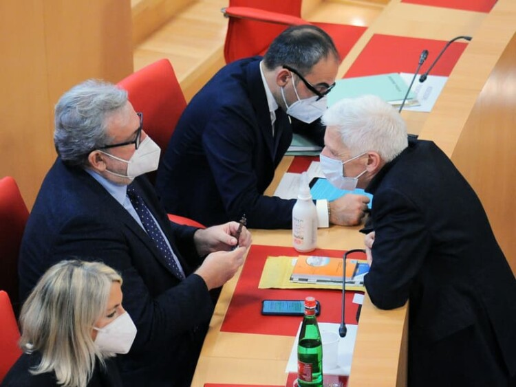 Segnalazioni Stampa, 20feb21 - Puglia: vitalizi, pensioni e M5St